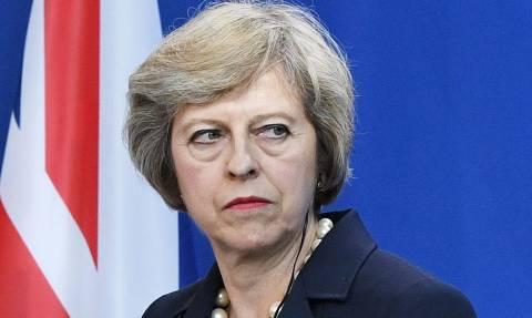 Βρετανία: Η Τερέζα Μέι φοβάται την απόπειρα ανατροπής του Brexit  από την πίσω «πόρτα»