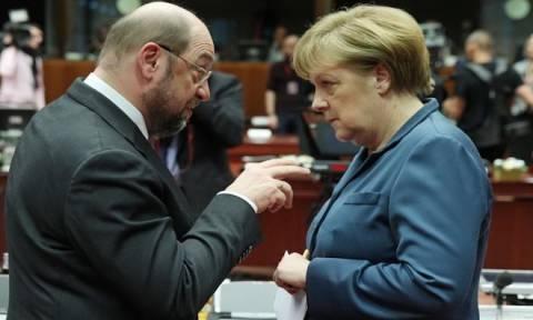 «Καλπάζει» δημοσκοπικά ο Μάρτιν Σουλτς – Μείωσε κι άλλο τη διαφορά από τη Μέρκελ