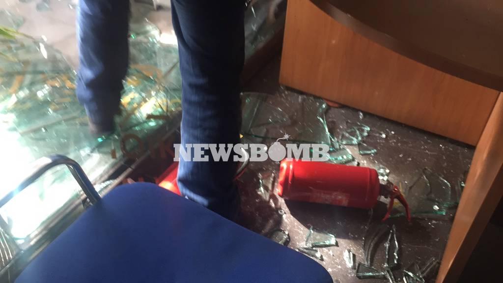 ΤΩΡΑ: «Ντου» πυροσβεστών στο υπουργείο Διοικητικής Μεταρρύθμισης (pics+vids)
