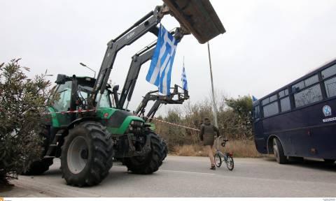 Μπλόκα αγροτών: Άκαρπη η συνάντηση αγροτών - κυβέρνησης! «Ραντεβού» την Τρίτη στην Αθήνα