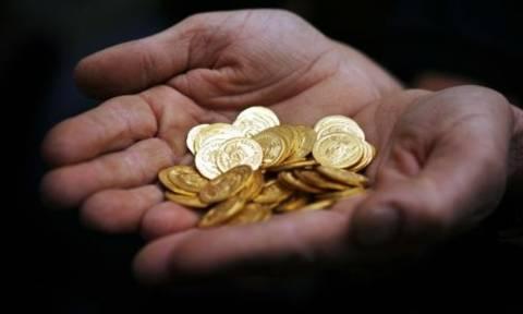 Χαλκίδα: Έκρυβε στο σπίτι του 3.500 χρυσές λίρες και 400.000 ευρώ μετρητά