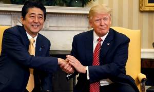 O Τραμπ επιβεβαίωσε τη δέσμευση των ΗΠΑ για την ασφάλεια της Ιαπωνίας