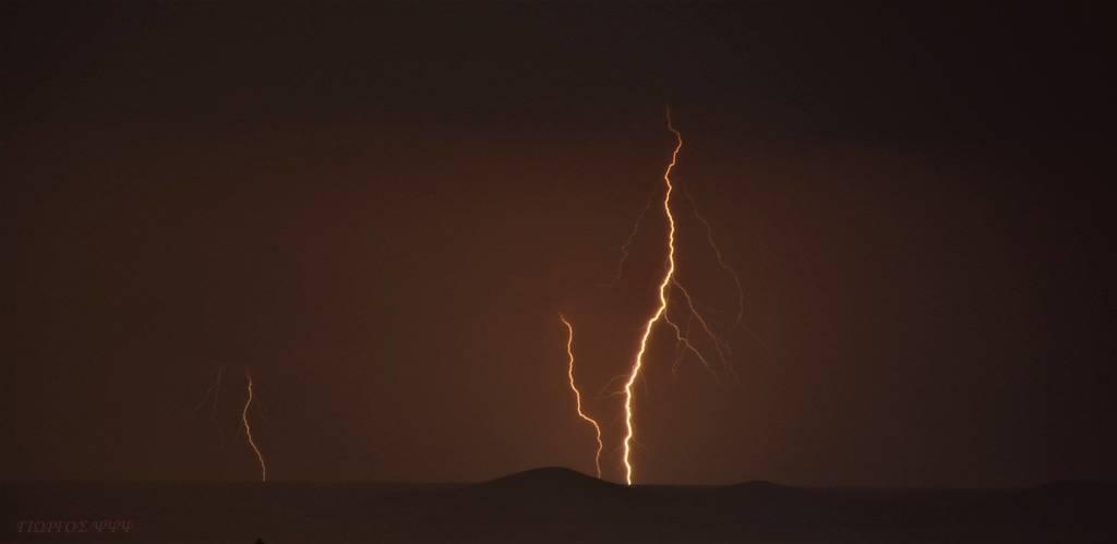 Εντυπωσιακοί κεραυνοί σκίζουν τον ουρανό της Κρήτης (photos)