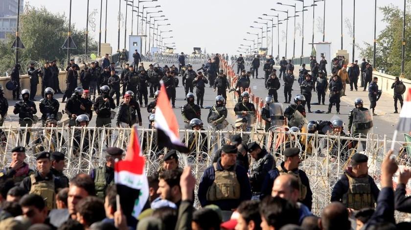 Μακελειό σε διαδήλωση στη Βαγδάτη: Η αστυνομία έριξε ρουκέτες κατά διαδηλωτών