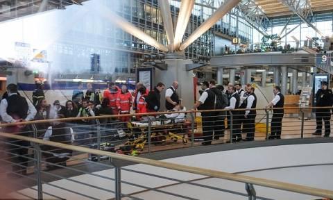 Συναγερμός στο αεροδρόμιο του Αμβούργου: Δεκάδες άνθρωποι με αναπνευστικά προβλήματα