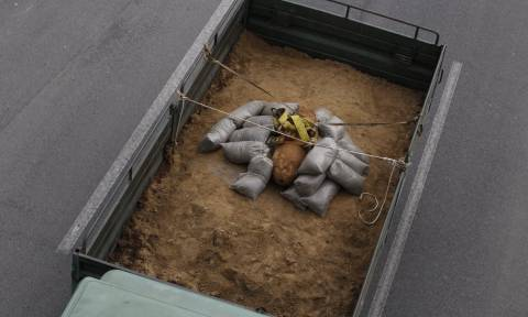 Βόμβα Κορδελιό: Κάρε κάρε η μεταφορά της στο πεδίο βολής