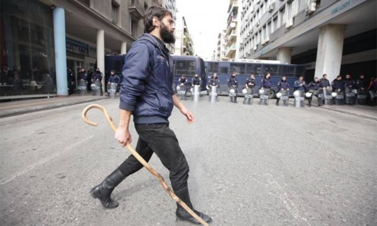 Μπλόκα αγροτών: Απόβαση στην Αθήνα αποφάσισαν οι αγρότες της Κρήτης