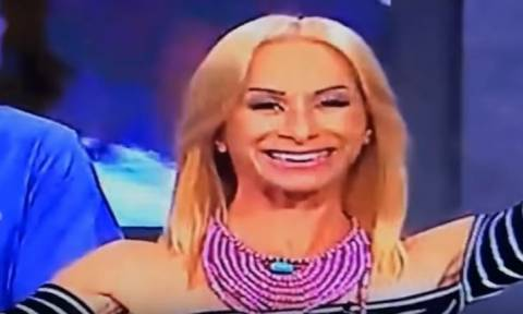 Γέλιο μέχρι δακρύων: Παρουσιάστρια γελάει και της φεύγει το δόντι οn air! (vid)