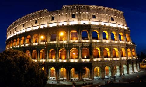 Ιταλία: Σε δίκη Γαλλίδα τουρίστρια που χάραξε το όνομά της στο Κολοσσαίο