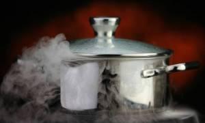 Βίντεο - ΣΟΚ στην Πρέβεζα: Χύτρα «σκάει» την ώρα που μαγειρεύει!