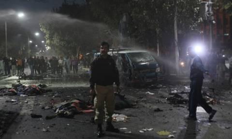 Βομβιστική επίθεση στο Πακιστάν: Τουλάχιστον 11 νεκροί και 60 τραυματίες (vid)