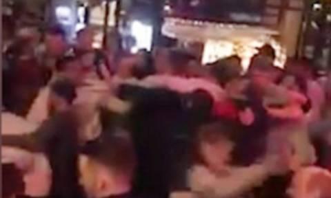 Καβγάς άνευ προηγουμένου σε κλαμπ: Πιάστηκαν στα χέρια 100 άτομα! (vid)