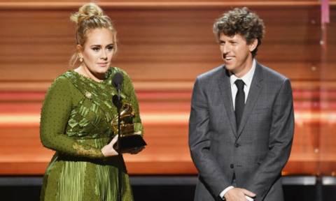 Grammy: H Adele ήταν η μεγάλη νικήτρια της βραδιάς - Γιατί έβρισε πάνω στην σκηνή;