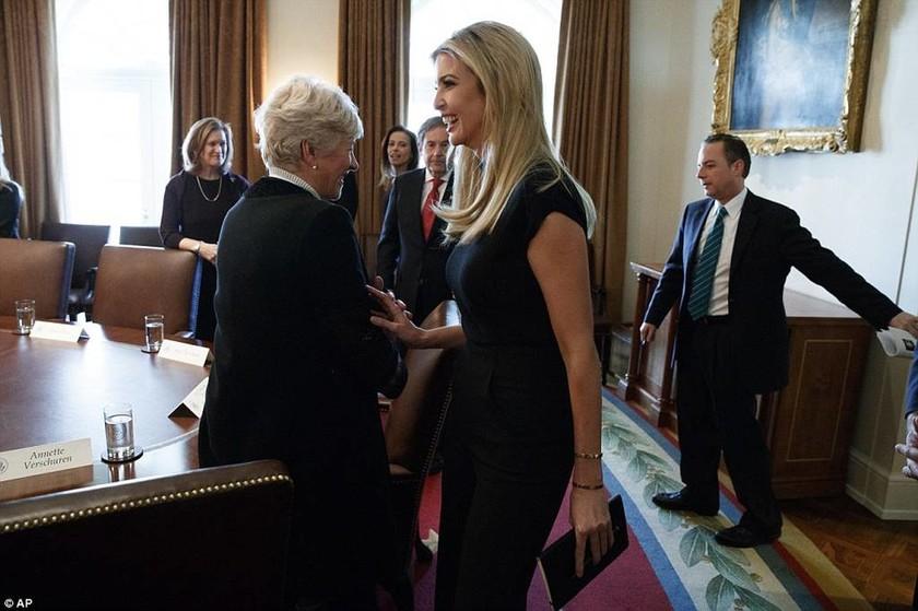 ΗΠΑ: Συνάντηση Τραμπ, Τριντό και... Ιβάνκα για τη γυναικεία επιχειρηματικότητα! (pics+vid)