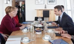 Γερμανικός Τύπος: Μέρκελ και Σόιμπλε κλείνουν το μάτι στον Μητσοτάκη για πρόωρες εκλογές