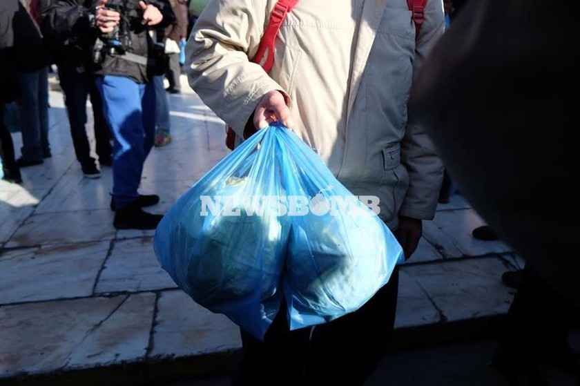 Αγρότες - Αθήνα: Σε εξέλιξη το συλλαλητήριο στην πλατεία Βάθης