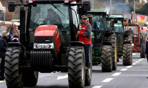 «Σπάνε» τα μπλόκα των αγροτών: Φεύγουν τα τρακτέρ από τους δρόμους