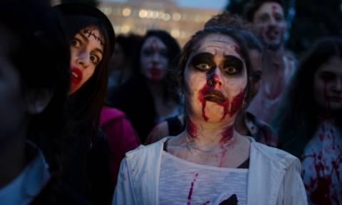 Τρόμος… με ζόμπι στο κέντρο της Αθήνας! - Δείτε ανατριχιαστικές φωτογραφίες