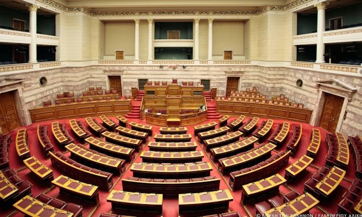 Βουλή - Πυροσβέστες: Δριμύ «κατηγορώ» από την αντιπολίτευση κατά της τροπολογίας