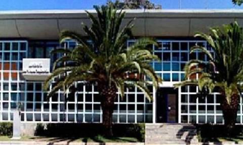 Βουλιαγμένη: Με υλικά κατεδαφίσεων ανακαινίζεται το πρώην δημαρχείο