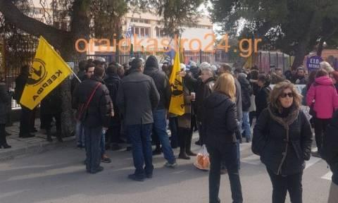 Ένταση και μία προσαγωγή για τα προσφυγόπουλα στο δημοτικό Ωραιοκάστρου (vids)