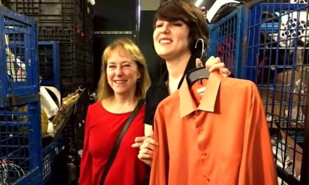 Απίστευτο: Χάρισε το πουκάμισο του συζύγου της και ξέχασε 8.000 δολάρια στην τσέπη του! (vid)