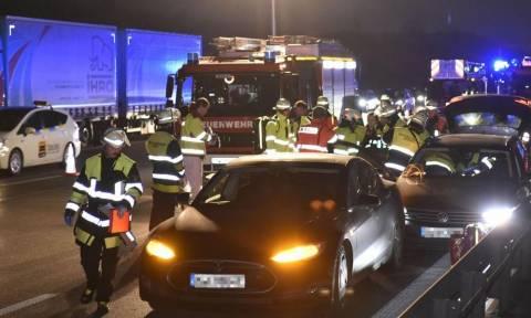 Άνδρας «θυσίασε» το πολυτελές αυτοκίνητό του για να σώσει οδηγό που είχε χάσει τις αισθήσεις του!