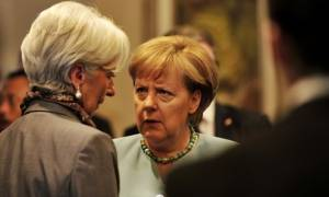 Τα βρήκαν Μέρκελ-Λαγκάρντ: Μένει το ΔΝΤ στην Ελλάδα, για το 2018 το χρέος