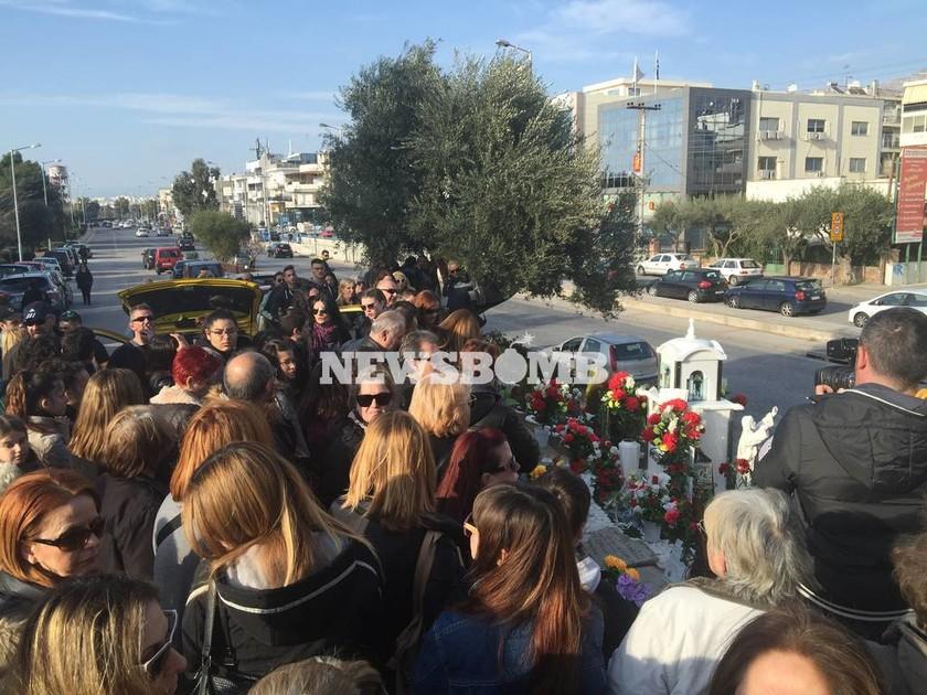 Παντελής Παντελίδης: Βουβός ο πόνος στο σημείο του τροχαίου ένα χρόνο μετά το χαμό του (pics)