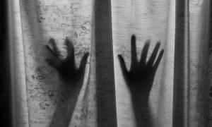 Τρόμος στη Νέα Μανωλάδα: 18χρονος επιχείρησε να βιάσει και να σκοτώσει μητέρα και κόρη