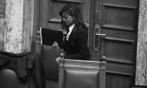 Ευφυολογήματα και troll από την Αχτσιόγλου: Ισχυρές κλαδικές συμβάσεις για κανονικότητα στην αγορά