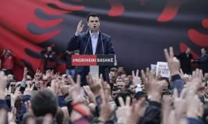 Αλβανία: Φωτιά στο πολιτικό σκηνικό - Η αντιπολίτευση αποχωρεί από τη Βουλή έως την παραίτηση Ράμα