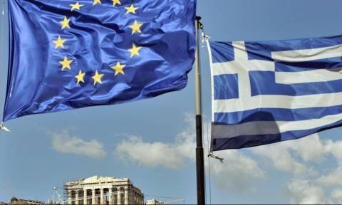 Politico: Η Ελλάδα στο τέλος υποκύπτει στις πιέσεις