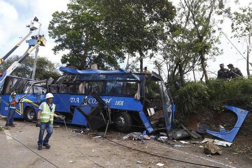 Τραγωδία στις Φιλιππίνες: Τουλάχιστον 14 μαθητές νεκροί από τροχαίο δυστύχημα (pics+vid)