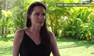Αντζελίνα Τζολί: «Λύγισε» μιλώντας πρώτη φορά για Μπραντ - «Θα είμαστε πάντα οικογένεια» (vid)