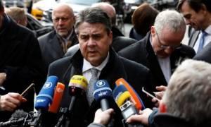 Γκάμπριελ κατά Σόιμπλε: Να κάνουμε τα πάντα για να παραμείνει η Ελλάδα στην Ευρωζώνη