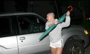 Στο «σφυρί» η ομπρέλα με την οποία η Μπρίτνεϊ Σπίαρς χτύπησε φωτογράφο (vid)