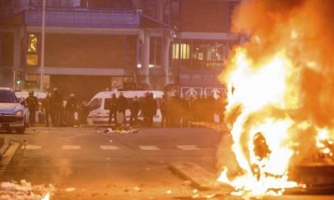 Γαλλία: Δακρυγόνα και ξύλο σε διαδηλώσεις κατά της Λεπέν (pics+vids)