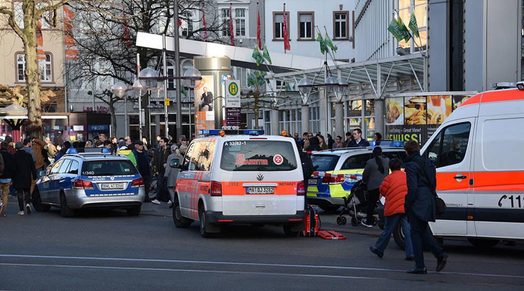 Γερμανία: Αυτοκίνητο έπεσε πάνω σε πλήθος στη Χαϊδελβέργη - Τρεις τραυματίες (pics)