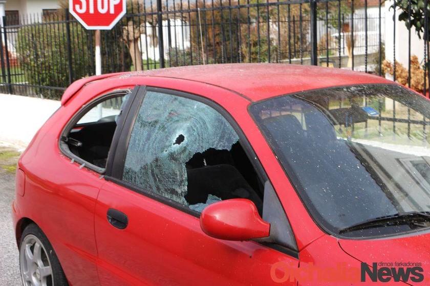 Τρίκαλα: Σε αμόκ 50χρονος πυροβόλησε 30 φορές και έκαψε Ι.Χ συγγενών του (pics)