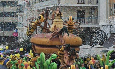 Απόκριες: Έπεσε η αυλαία του πατρινού καρναβαλιού με μία φαντασμαγορική τελετή λήξης (vids)