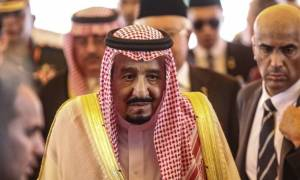 Ο βασιλιάς της Σαουδικής Αραβίας πάει ταξίδι με 459 τόνους αποσκευές, λιμουζίνες και... ασανσέρ!