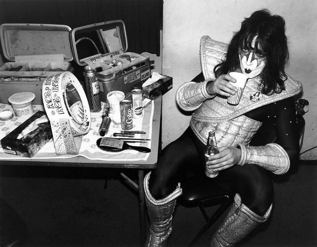 Viral: Οι πιο σπάνιες και εμβληματικές φωτογραφίες του κόσμου της ροκ μέσα απ' το φακό του Bob Gruen