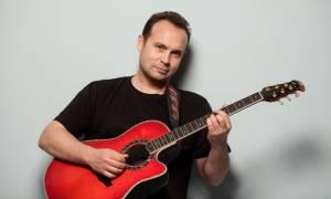 O Κώστας Μακεδόνας για ακόμα ένα live στο Kremlino