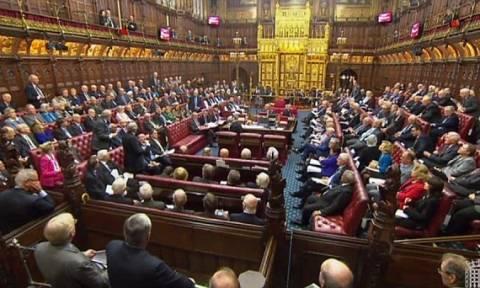 Βρετανία: Ένα ακόμη εμπόδιο από τη Βουλή των Λόρδων στο χρονοδιάγραμμα για το Brexit