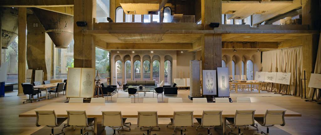 Αρχιτέκτονας μετατρέπει εργοστάσιο τσιμέντου στο πιο εντυπωσιακό σπίτι που έχετε δει