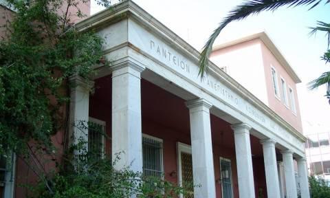 Ομάδα αγνώστων επιτέθηκε σε διμοιρία ΜΑΤ έξω από το Πάντειο πανεπιστήμιο