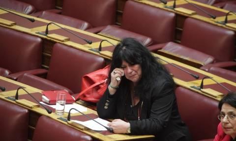 Δάκρυα στη Βουλή για τον Λουκιανό Κηλαηδόνη (pics&vid)