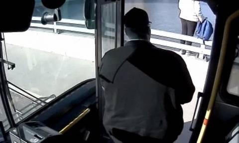 Πώς ένας οδηγός λεωφορείου έσωσε γυναίκα από την αυτοκτονία (vid)