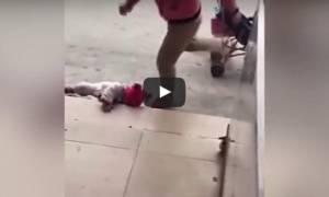 Σοκαριστικό βίντεο: «Μάνα» κλωτσάει το μωρό της επειδή δεν σταματά να κλαίει...